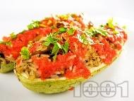 Пълнени лодки от тиквички с гъби печурки, домати и ориз
